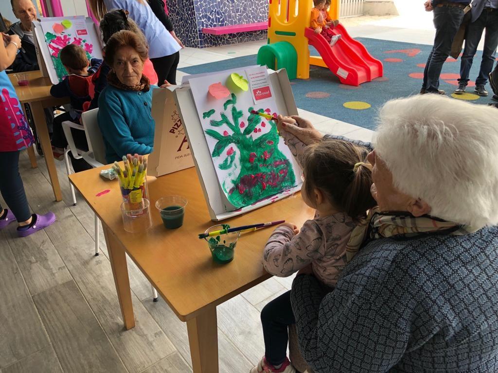 La cooperativa Macrosad realiza una gran significativa apuesta para incorporar programas intergeneracionales entre sus centros y servicios